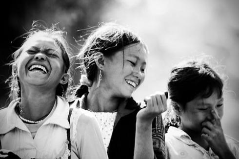 Jeunes vietnamiennes riant.